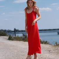 Nous sommes toujours très excités quand nous avons de nouvelles images !  Ici notre Jeanne en rouge 🔥 ! Elle est de nouveau en ligne ! Nous ne sommes que joie !  Un grand merci à @ec4nning et @clement_manes pour ce shooting au top malgré les conditions 🙈 On vous donne rendez-vous très vite chez @monamourmontpellier et les 5-6 juin avec ma @bandedecreateurs préférée à #paris  #poldineisback  . . . . #robe #robelongue #roberouge #robedosnu #robesemimesure #chic #glamour #sexy #girl #beauty #boutiquemontpellier @monamour #evenement #paris @bandedecreateurs #fabricationfrancaise #madeinfrance #bordeaux #lyon #nice #toulouse #marseille #nantes #annecy #nancy #lille #rennes